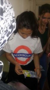 La alumna Suani Cerritos recogiendo uno de los premios
