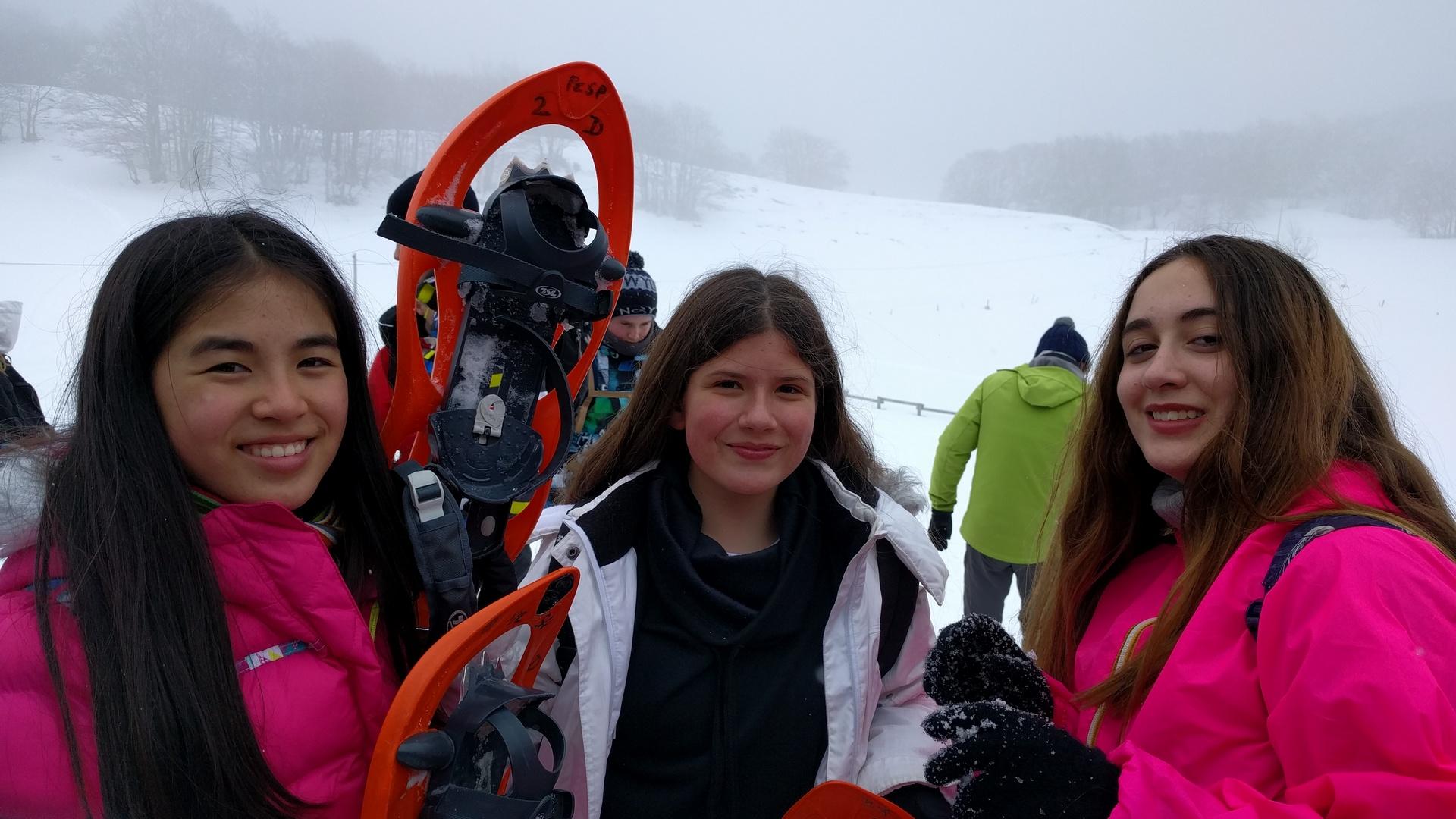 20mar-excursin-con-raquetas-de-nieve-con-los-franceses-en-el-plateau-de-retord03